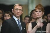 James Bond (DANIEL CRAIG) und Agentin Fields (GEMMA ARTERTON) mischen sich bei Greenes Spendenparty in Bolivien heimlich unter die Gäste.