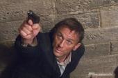 James Bond (DANIEL CRAIG) verfolgt einen Mi6-Verräter.