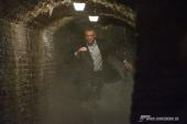 James Bond (DANIEL CRAIG) verfolgt einen Mi6-Verräter quer durch die unterirdischen Zisternen von Siena.