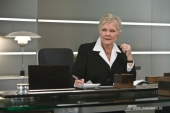 M (JUDI DENCH) im Mi6-Hauptquartier in London.