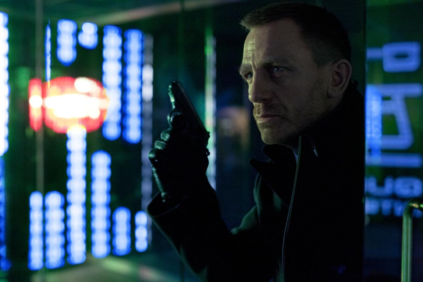 DANIEL CRAIG (James Bond) in einer in Shanghai spielenden Szene in Sony Pictures\' SKYFALL. © 2012 Sony Pictures Releasing GmbH