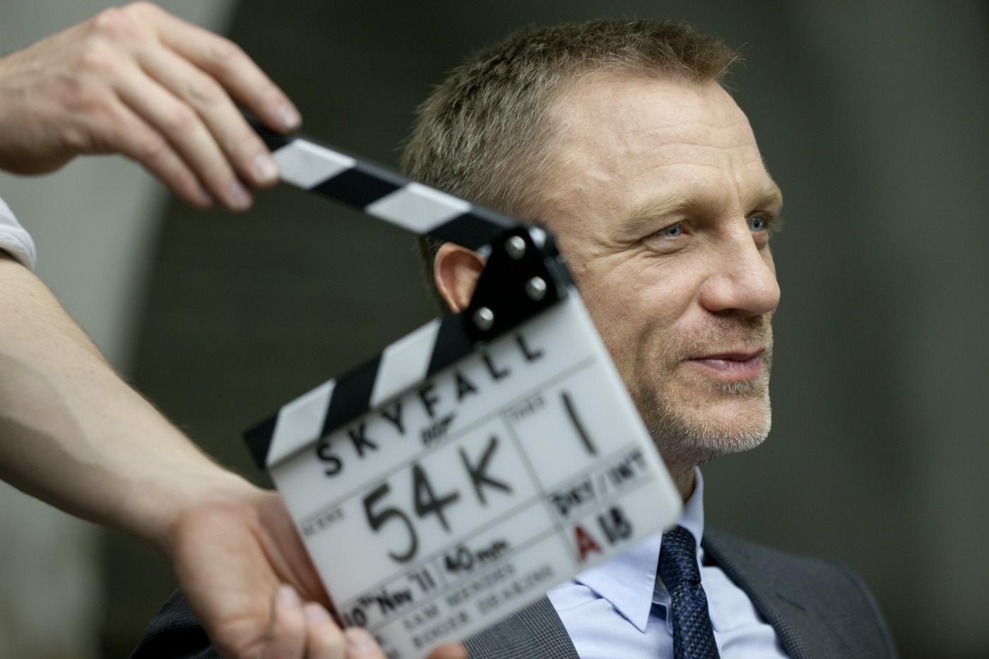 DANIEL CRAIG während der Dreharbeiten zu Sony Pictures\' SKYFALL. © 2012 Sony Pictures Releasing GmbH