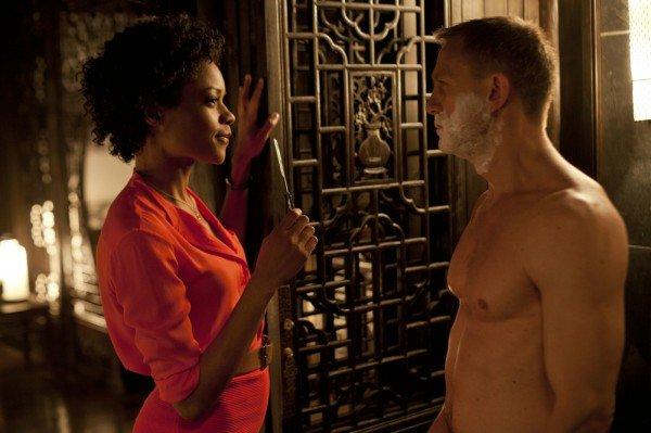 Eve (Naomie Harris) und Bond (Daniel Craig) in SKYFALL © Sony Pictures