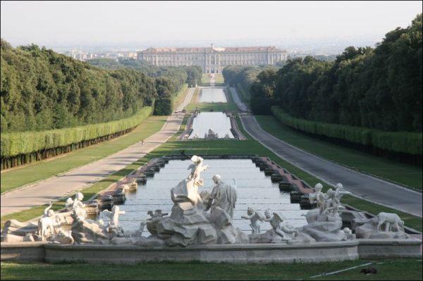 Der Königspalast von Caserta © Wikipedia