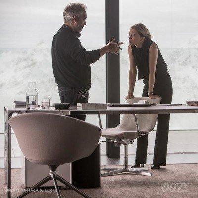 Seydoux (Dr. Madeleine Swann) und Regisseur Sam Mendes. SPECTRE © 2015 MGM, Danjaq