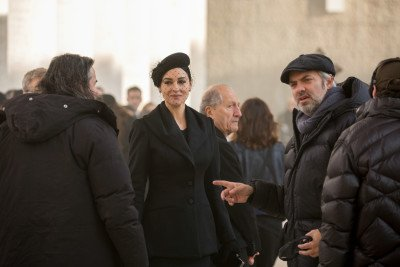 Monica Bellucci und Regisseur Sam Mendes am Set von Metro-Goldwyn-Mayer Pictures', EON Productions' und Sony Pictures' SPECTRE. © 2015 Sony Pictures Releasing GmbH