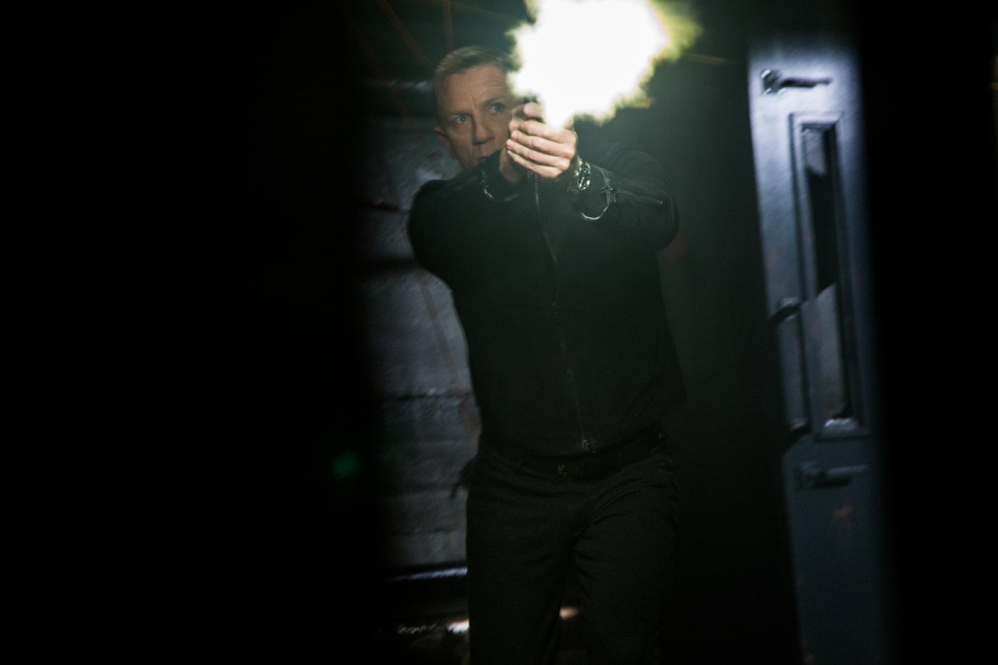 SPECTRE: Neue Szenenbilder und Musikvideo zum Titelsong!