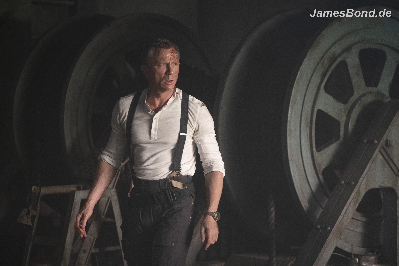 Das erste offizielle Filmfoto aus NO TIME TO DIE zeigt Daniel Craig alias James Bond